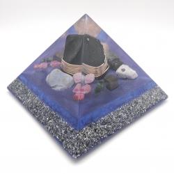 Orgonite  Turmalina Negra, Calcedônia, Rubi, Esmeralda, Pirite, Pedra do Sol, Pedra da Lua e Labradorite, Pirâmide Keops XL