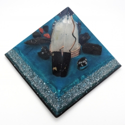 Orgonite Obsidiana floco de neve, Turmalina negra, Shungite, Cianite negra, Obsidiana negra e jaspe vermelho, Pirâmide Kéops L